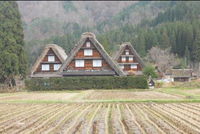 世界遺産「白川郷」で築数百年の合掌造り集落を散策