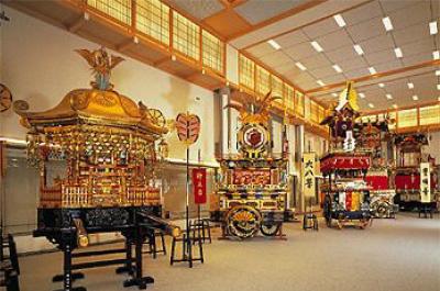 「高山祭屋台会館」で豪華絢爛な祭屋台の実物を鑑賞
