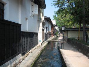 瀬戸川と白壁土蔵街