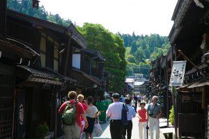 歴史が息づく高山で、 <em>日本の伝統</em>に触れられる